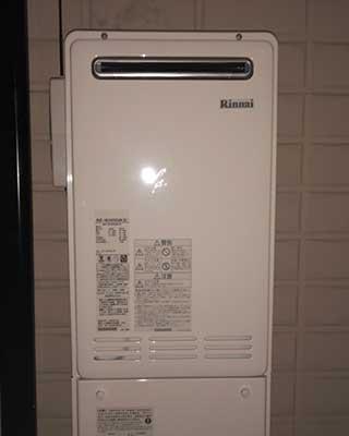 2020年11月25日、東京都町田市にお住まいN様宅のガス給湯器、ナショナル「GW-16Y5」をリンナイ「RUF-VK2400SAW(B)」にお取替させていただきました。
