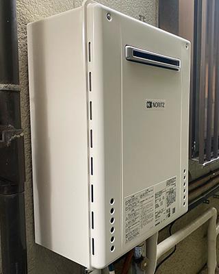 2021年9月25日、横浜市港北区にお住まいK様宅のガス給湯器、ノーリツ「GT-2427SAWX」をノーリツ「GT-1660SAWX-2 BL」にお取替させていただきました。