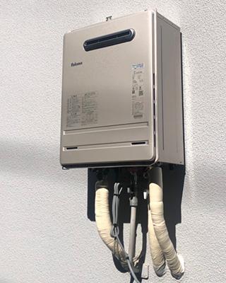 2021年10月23日、横浜市南区にお住まいS様宅のガス給湯器、リンナイ「RUF-A2400SAW」をパロマ「FH-2420FAWL」にお取替させていただきました。